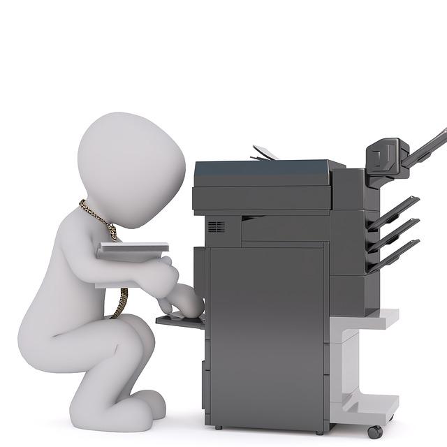 velká tiskárna, panáček, papíry