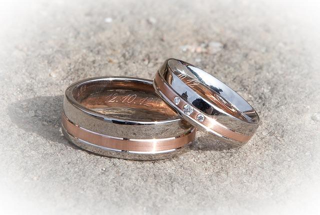 snubní prsteny, kamínky, datum