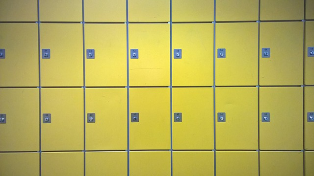 žluté zamykací skříňky