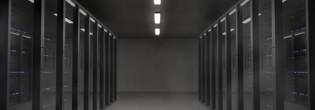 tmavá místnost, skleněné dveře