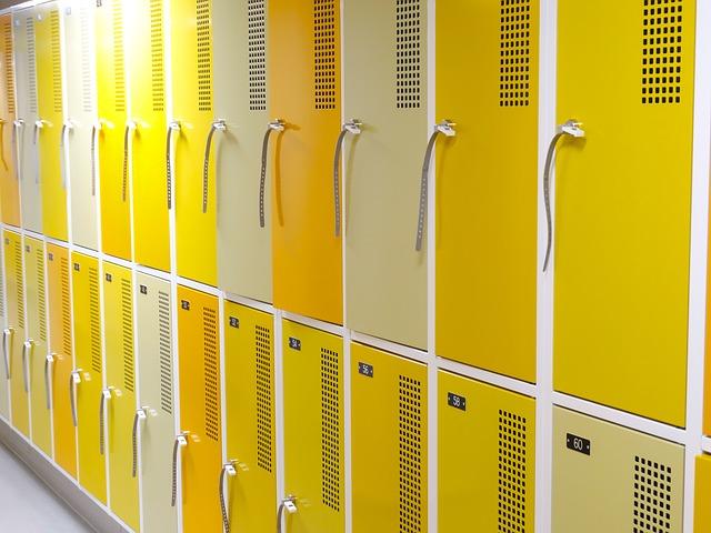 žlutobílé skříňky, zámečky