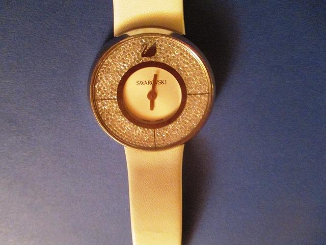 dámské hodinky, swarovski, kamínky