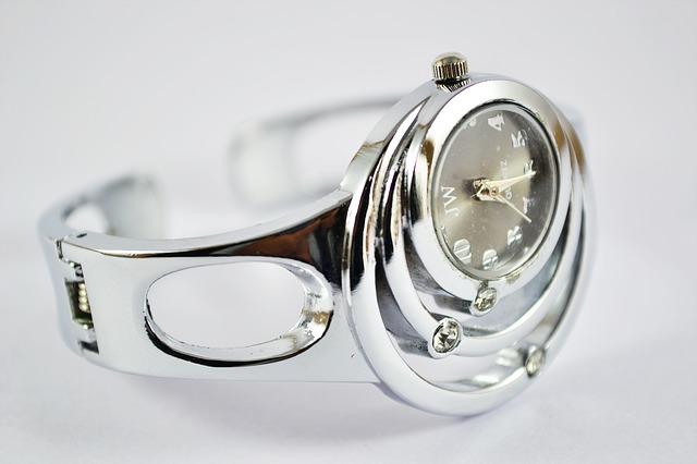 stříbrné dámské hodinky, kamínky