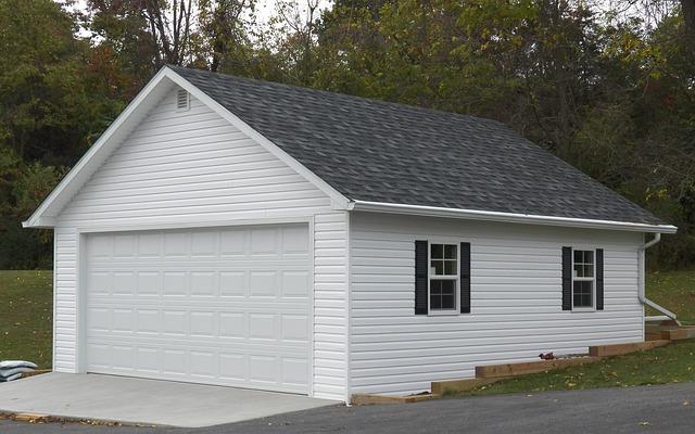 bílá garáž, bílá vrata