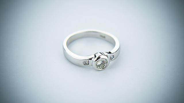 zásnubní prsten, kamínky