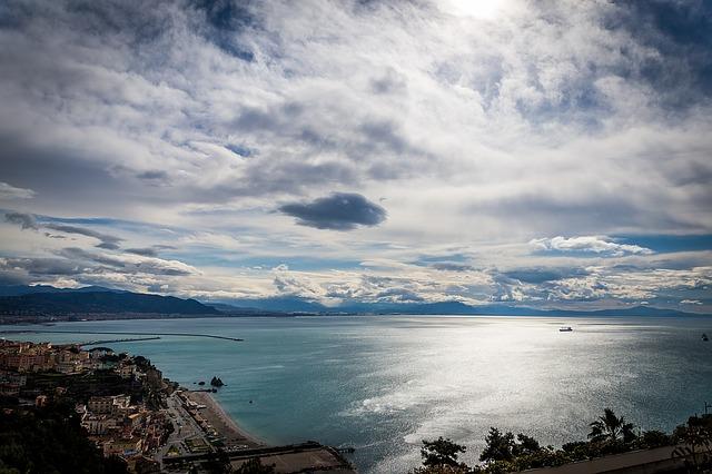 nebe, moře, loďka