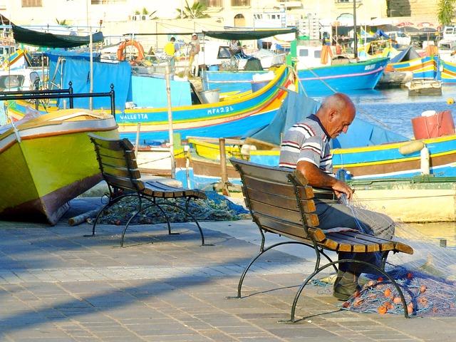lodě, lavičky, muž, rybářská síť