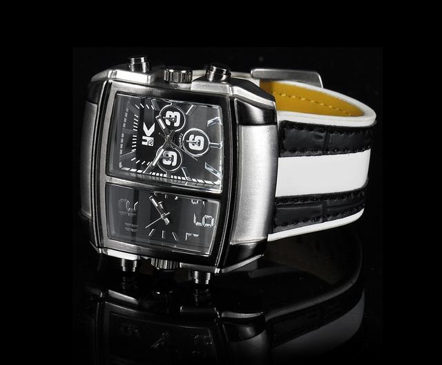 ručičkové hodinky