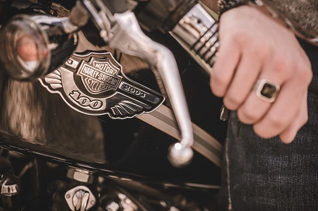 Móda s puncem motorkářského stylu