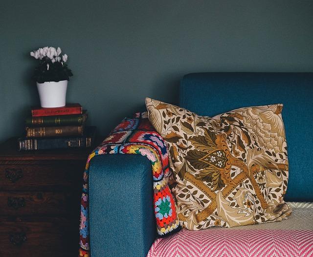 gauč a polštář