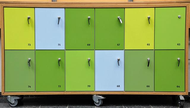 skříň na kolečkách