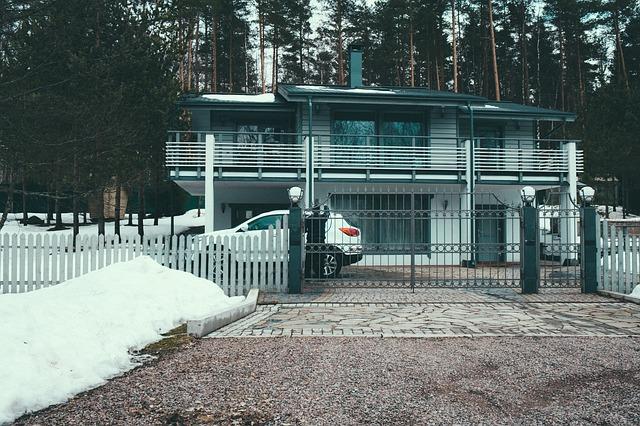 brána u domu