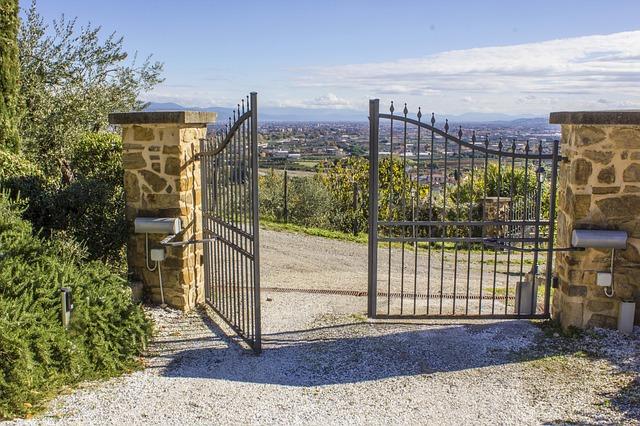 otevřená brána
