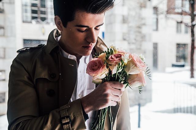 mladík s kyticí.jpg