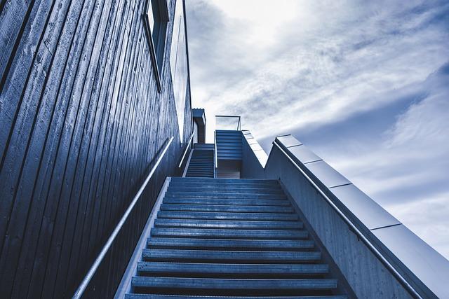 boční schodiště.jpg