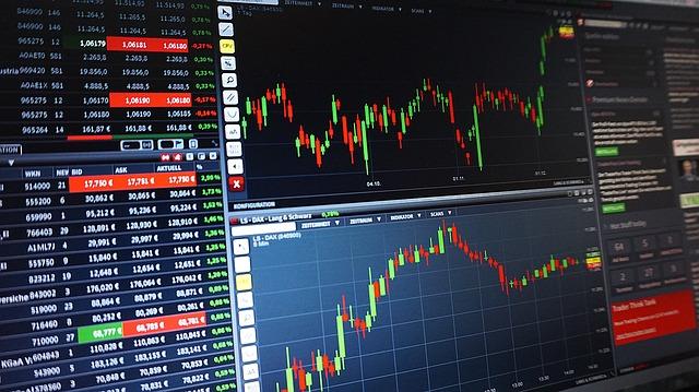 Jak koupit akcie? Řešením je broker s přístupem na burzu