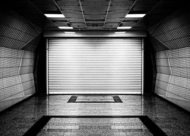Typická cínová garáž nebo garáž s imitací dřeva?