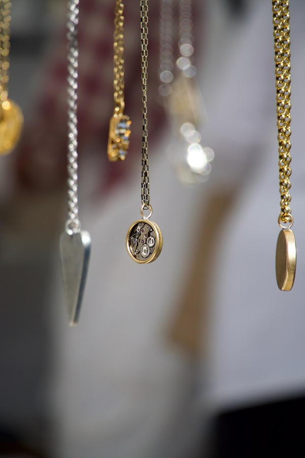 Zlatý nebo stříbrný přívěsek: kdy si vybrat který?